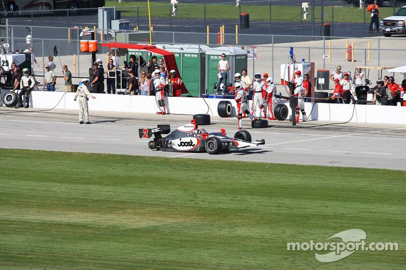 Tomas Scheckter loses a wheel