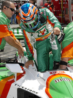 Tony Kanaan jumps in to the office