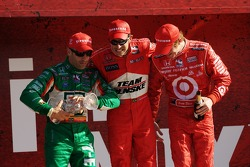 Podium: race winner Helio Castroneves with Scott Dixon and Tony Kanaan