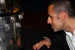 Dario Franchitti spots his image on the Borg-Warner Trophy