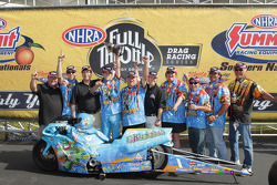 LE Tonglet, team members and sponsors celebrate his win at the Southern Nationals
