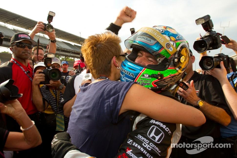 Pole winner Alex Tagliani, Sam Schmidt Motorsports celebrates with wife Bronte
