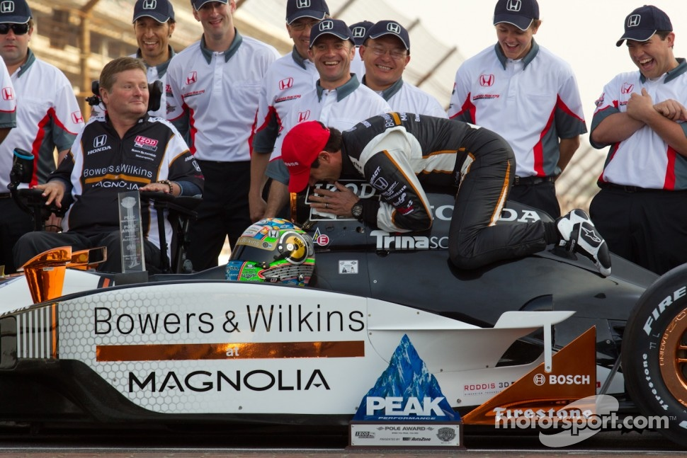 Front row photoshoot: pole winner Alex Tagliani, Sam Schmidt Motorsports shares a moment his car