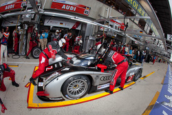 Pit stop for #2 Audi Sport Team Joest Audi R18 TDI: Marcel Fässler, André Lotterer, Benoit Tréluyer