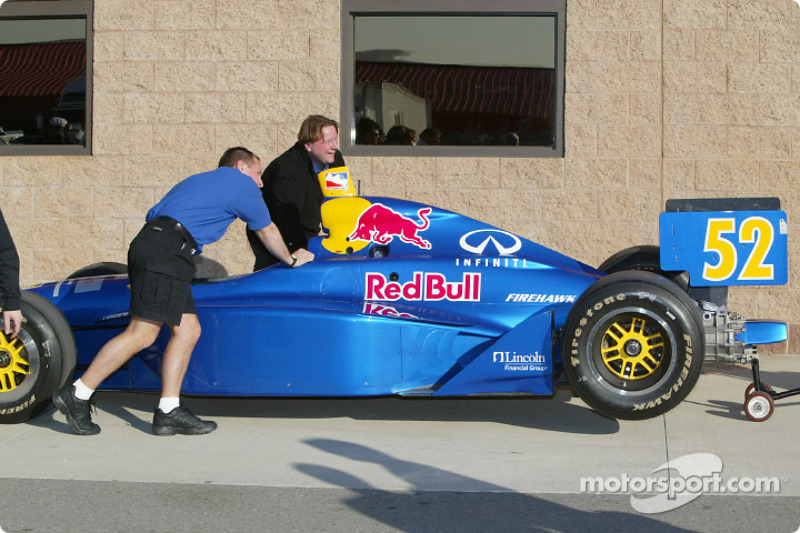 Garage du Red Bull Cheever Racing