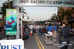 Toyota Indy Feat held in South Beach, Miami: fans gather in the streets