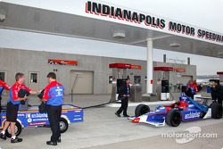 Andretti Green crew get ready for practice session
