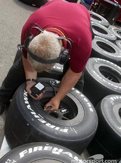 Mo Nunn Racing crew member checks tire pressure
