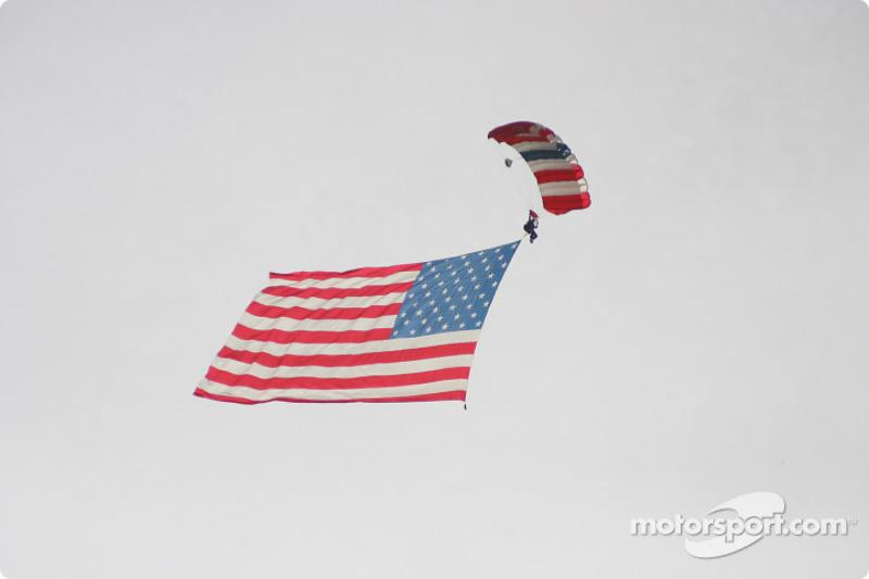 Le drapeau arrive