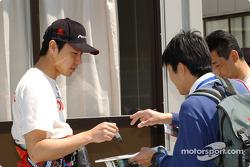 Tora Takagi signs autographs