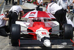 Sam Hornish Jr. tries to beat the Indiana sun