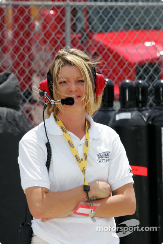 Un membre de l'équipe de sécurité du Kansas Speedway