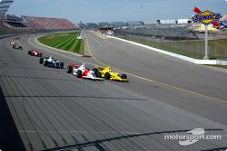 Sam Hornish Jr. and Tomas Scheckter battle