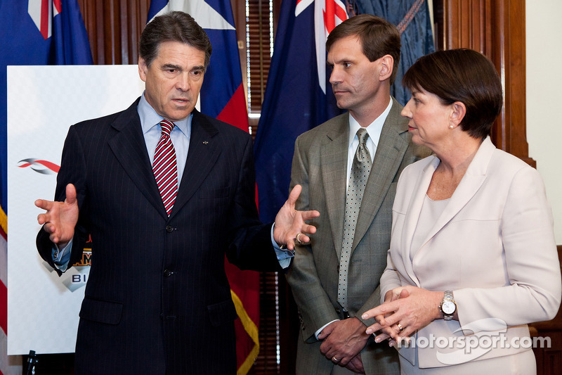 Texas Governor Rick Perry, Queensland Premier Anna Bligh and Tavo Hellmund, Founding Partner of Circuit of The Americas