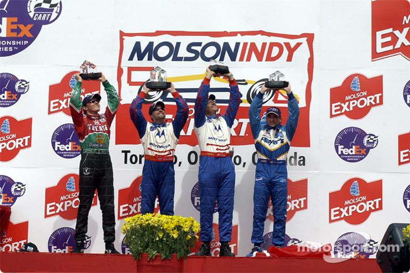 El podio: Adrián Fernández, Michael Andretti y Alex Tagliani