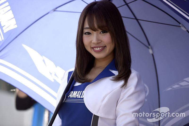 Чарівна дівчина Yamaha
