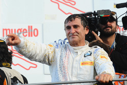 Race winner #50 BMW Team Italia BMW M6 GT3: Alex Zanardi