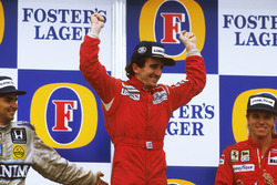 Podium: race winner Alain Prost, McLaren TAG Porsche, second place Nelson Piquet, Williams Honda, third place Stefan Johansson, Ferrari