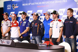 Press conference drivers group photo