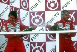 Podium: 1. Gerhard Berger, McLaren, 2. und Weltmeister Ayrton Senna, McLaren