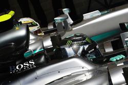 Нико Росберг, Mercedes AMG F1 W07 Hybrid и Льюис Хэмилтон, Mercedes AMG F1 W07 Hybrid
