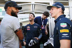 Patty Mills, San Antonio Spurs Jugador de baloncesto con Daniel Ricciardo, Red Bull Racing y Max Verstappen, Red Bull Racing