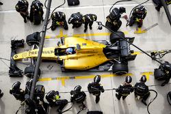 Jolyon Palmer, Renault Sport F1 Team RE16 pit stop