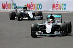 Льюис Хэмилтон, Mercedes AMG F1, и Нико Росберг, Mercedes AMG F1
