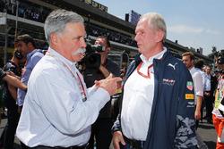 (Da sx a dx): Chase Carey, Presidente Formula One Group con il Dr Helmut Marko, Consulente Red Bull Motorsport in griglia