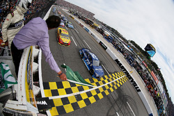 Départ : Martin Truex Jr., Furniture Row Racing Toyota leads