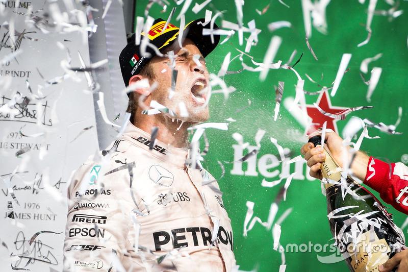 Nico Rosberg en el podio de México