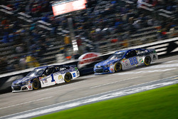 Jamie McMurray, Chip Ganassi Racing, Chevrolet; Alex Bowman, Hendrick Motorsports, Chevrolet