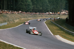 Jacky Ickx, Ferrari 312B2, vor Ronnie Peterson, March 721G Ford; Clay Regazzoni, Ferrari 312B2; Emerson Fittipaldi, Lotus