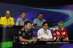 La conférence de presse de la FIA : Frédéric Vasseur, directeur de la compétition Renault Sport F1 Team; Günther Steiner, Team Principal Haas F1 Team; Paul Hembery, directeur de Pirelli Motorsport; Christian Horner, Team Principal Red Bull Racing; Monisha