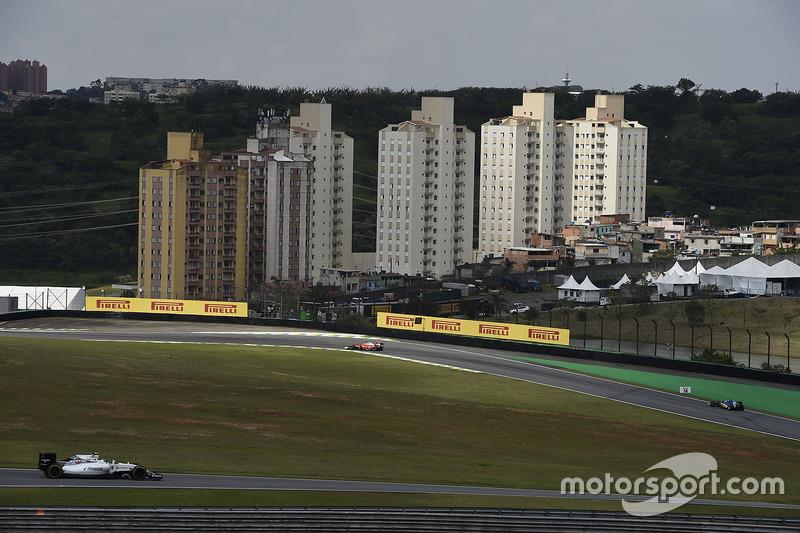 Também é a segunda pista situada em maior altitude – perde apenas para a sede do GP do México. Isso provoca uma exigência ainda maior nos motores.