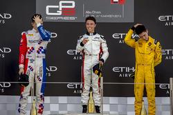 Tweede Jake Dennis, Arden International, winnaar Nyck De Vries, ART Grand Prix en derde Jack Aitken, Arden International