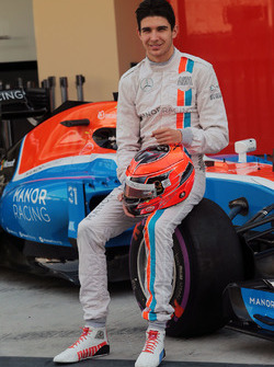 Esteban Ocon, Manor Racing at a team photograph