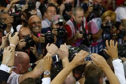 Formel-1-Weltmeister 2016: Nico Rosberg, Mercedes AMG Petronas F1, im Parc Fermé