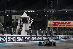 Sergio Perez, Sahara Force India F1 VJM09 takes the chequered flag at the end of the race securing fourth position in the Constructors' Championship