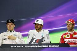 Нико Росберг, Mercedes AMG F1; Льюис Хэмилтон, Mercedes AMG F1; Себастьян Феттель, Ferrari