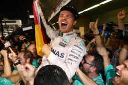 Nico Rosberg, Mercedes AMG Petronas F1 W07 celebrates winning the world championship with his friends and team