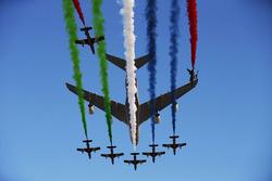 Un spectacle aérien au-dessus de la grille de départ