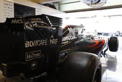 La McLaren MP4-31 Honda dans le garage