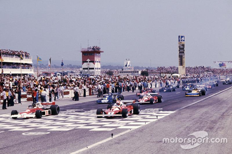 Ganador de la pole James Hunt, McLaren M23 Ford, Niki Lauda Ferrari 312T2