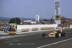 Nigel Mansell, Williams FW11B Honda conquista la vittoria