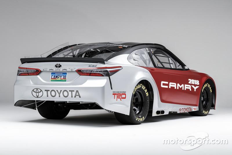 Toyota Camry für die NASCAR-Saison 2017, basierend auf dem Serienmodell für 2018