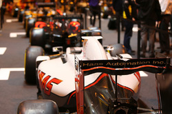 Une Haas sur le stand F1 Racing