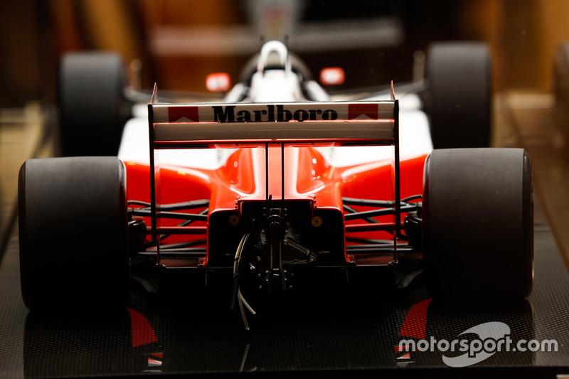 Une miniature Amalgam d'une McLaren MP4/4 Honda de 1988
