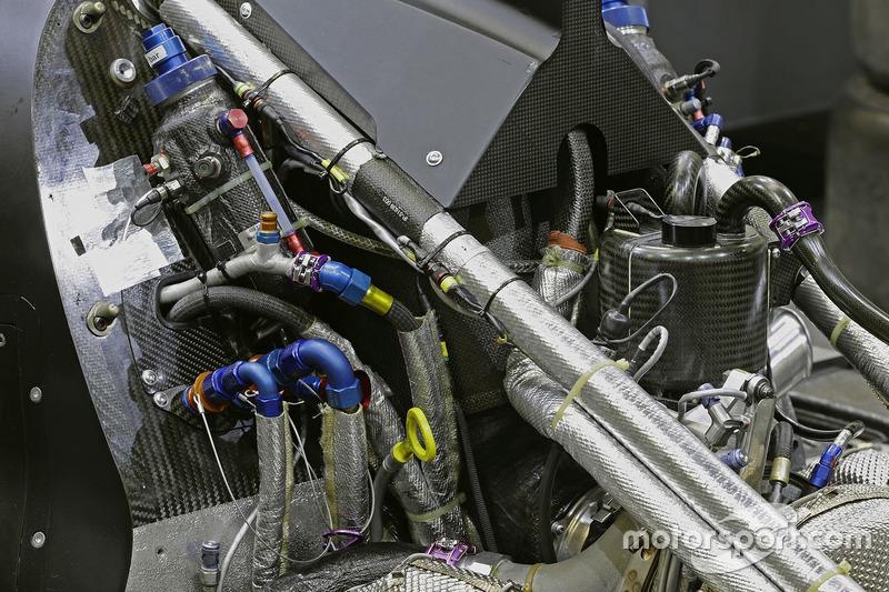Audi R18: Motordetail