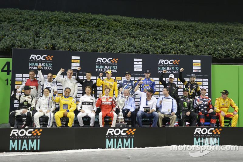 Гонщики: групповое фото